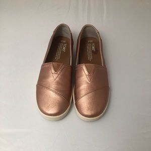 Rose gold TOMS women's size 6.5
